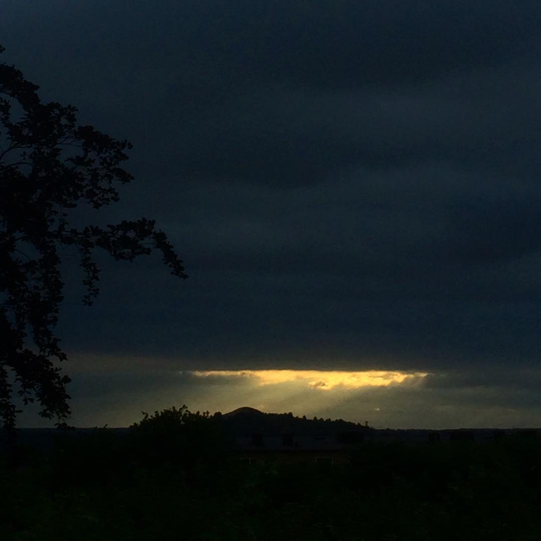 Förklaringsberget ? #godlight #light #mountain