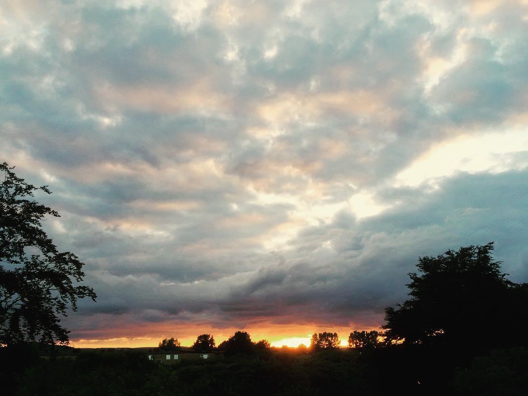 Så lämnar man den här solnedgången för sista gången den här semestern ? #endofsemester #sunset