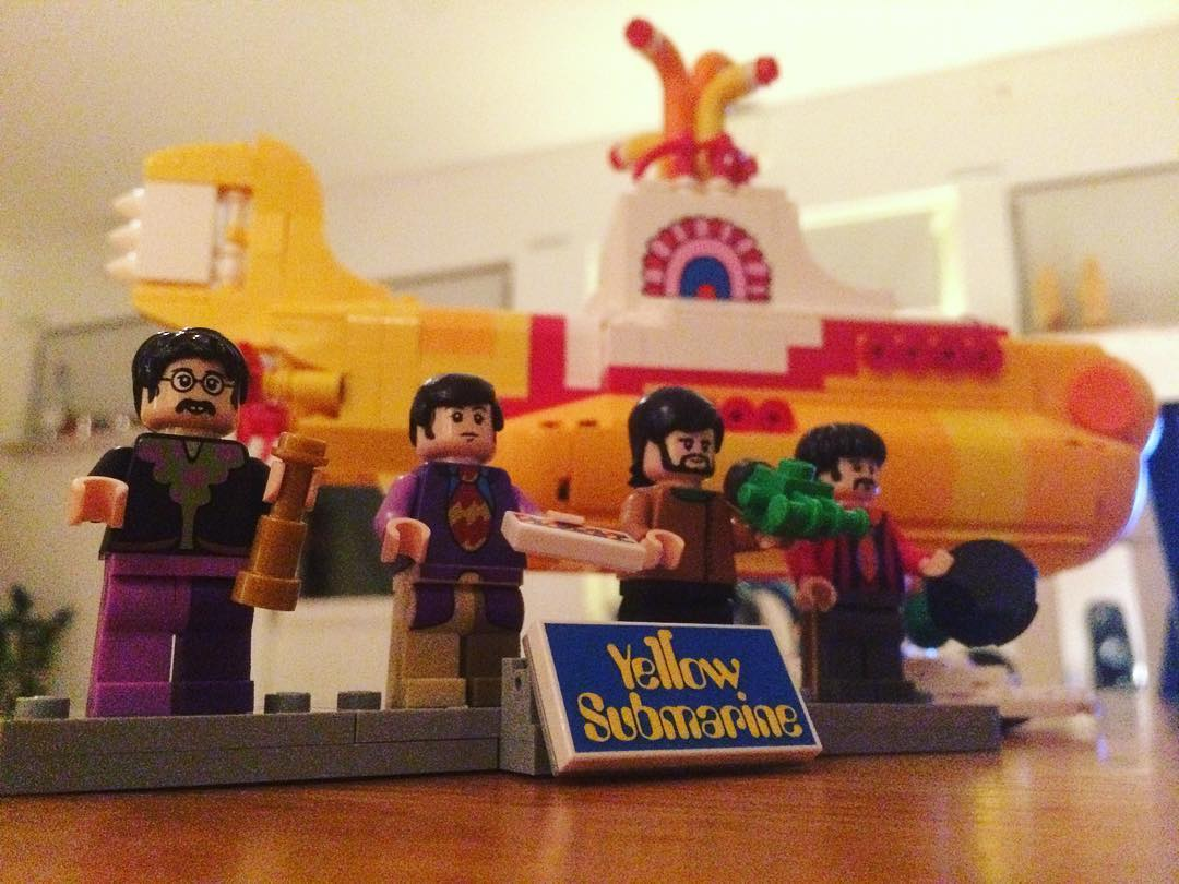 """All you need is a Yellow Submarine!"" Som the Beatles hade sagt ? #lego #bricks #yellowsubmarine #thebeatles"